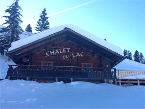 le chalet du lac restaurant d altitude au bord du lac des confins en haute savoie station de